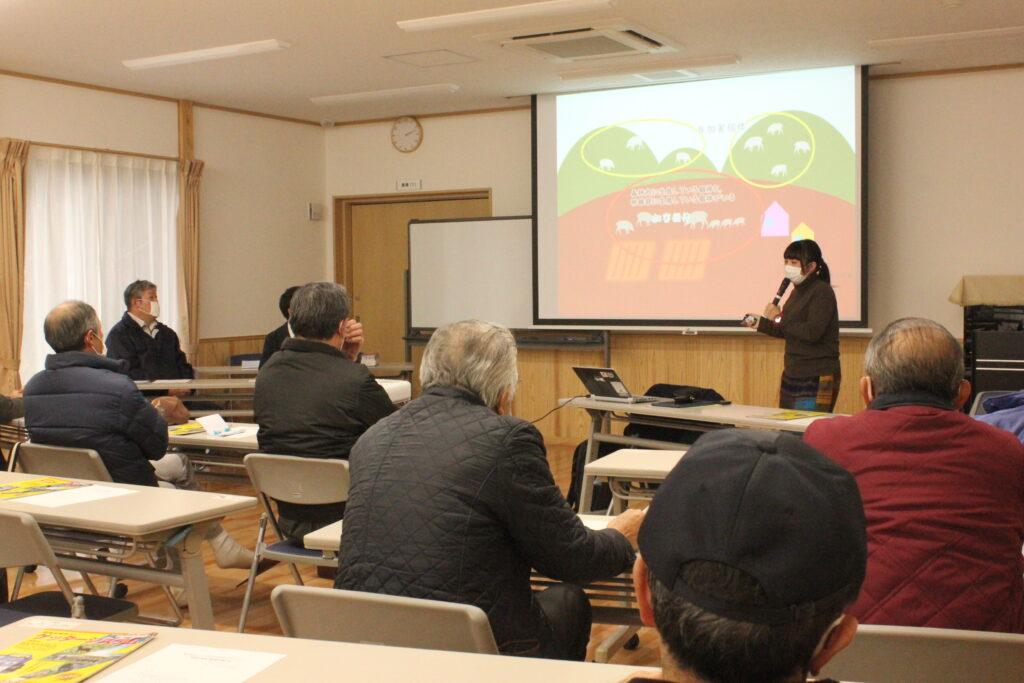 野生動物による被害対策について説明する一般社団法人サスティナビリティセンターの相澤あゆみ氏