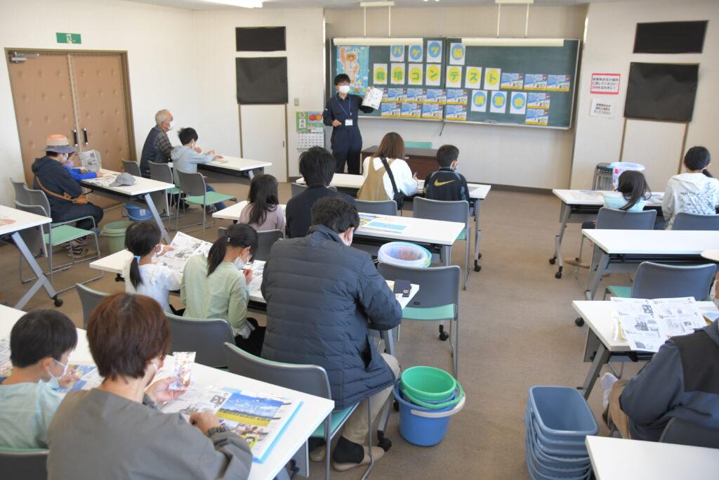 参加者に稲の栽培のポイントを説明する小牛田営農センター職員